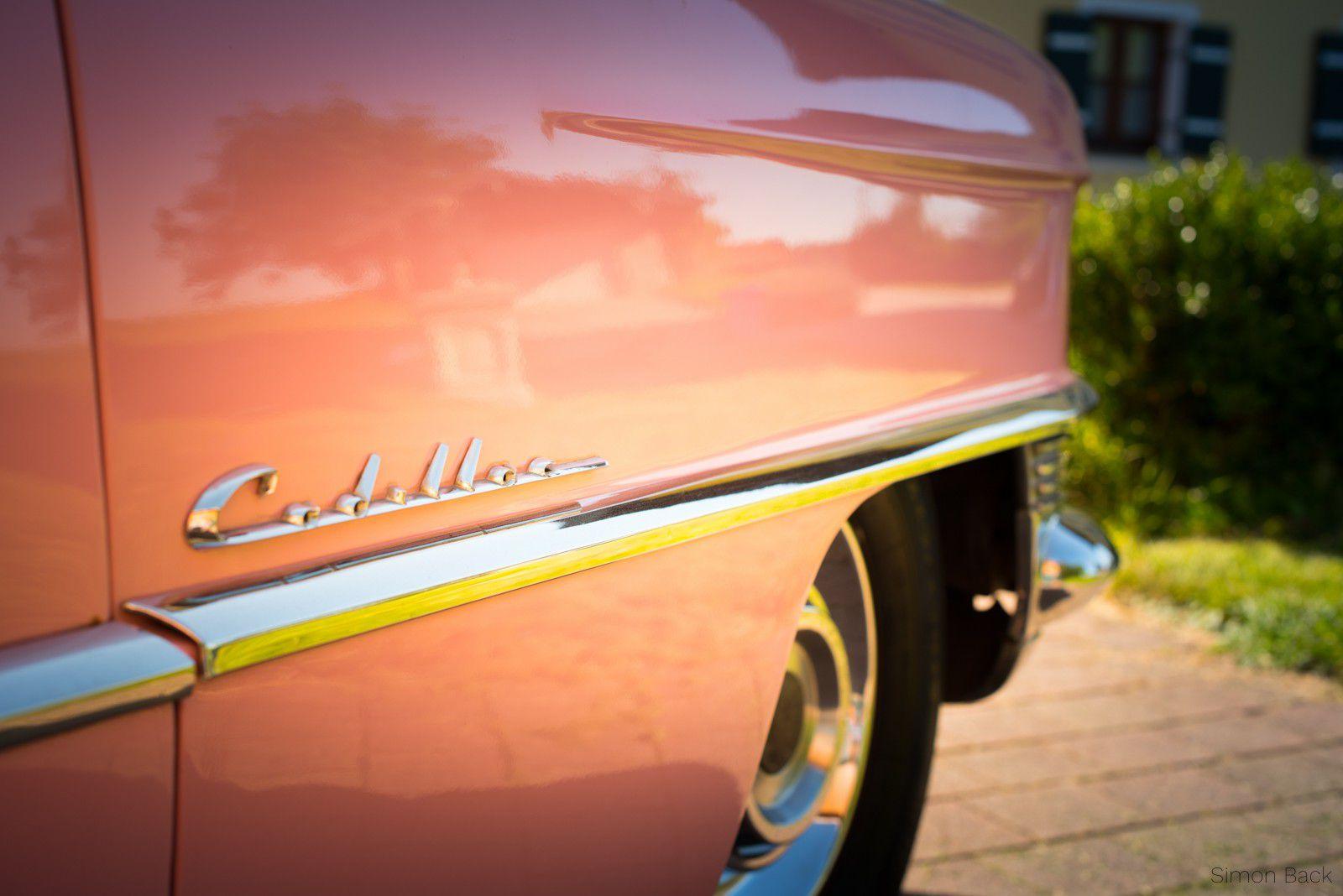 Cadillac Coupe DeVille - Der Cadillac Schriftzug