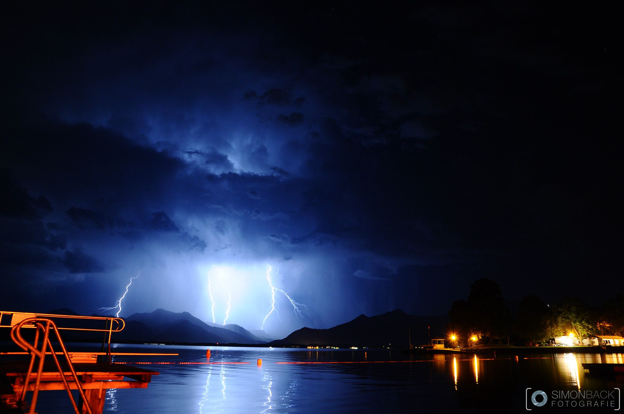 Gewitter am Chiemsee in Prien am Chiemsee SimonBack.de